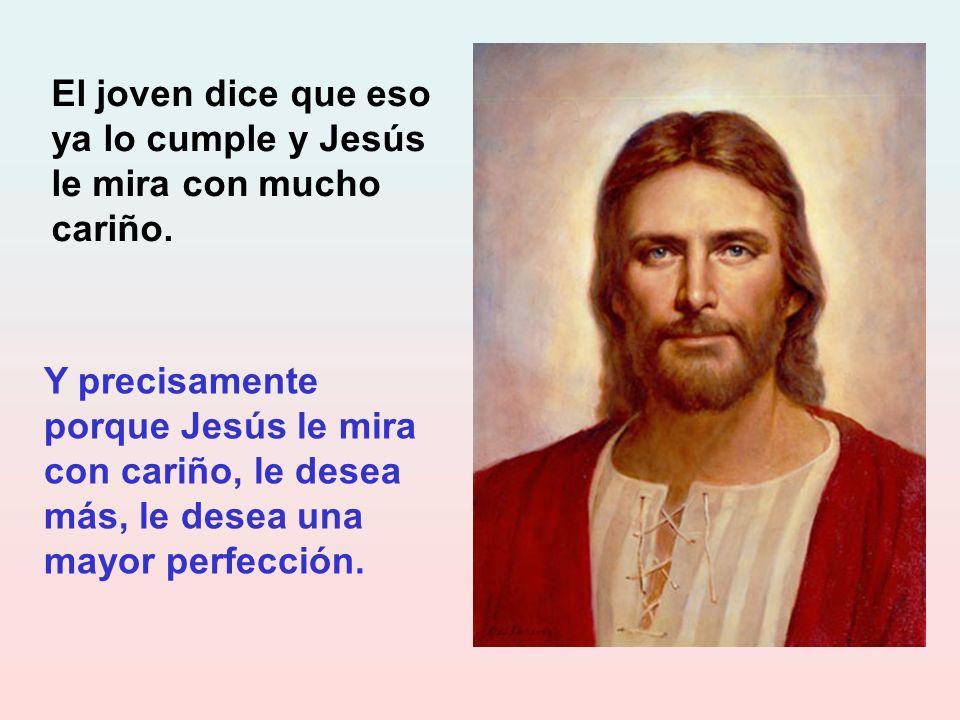 El joven dice que eso ya lo cumple y Jesús le mira con mucho cariño.