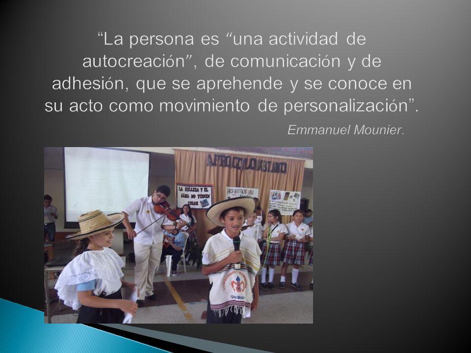 La persona es una actividad de autocreación , de comunicación y de adhesión, que se aprehende y se conoce en su acto como movimiento de personalización .