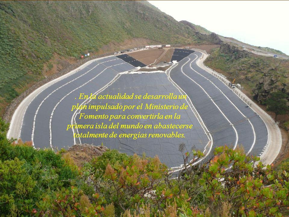 . En la actualidad se desarrolla un plan impulsado por el Ministerio de Fomento para convertirla en la primera isla del mundo en abastecerse totalmente de energías renovables.