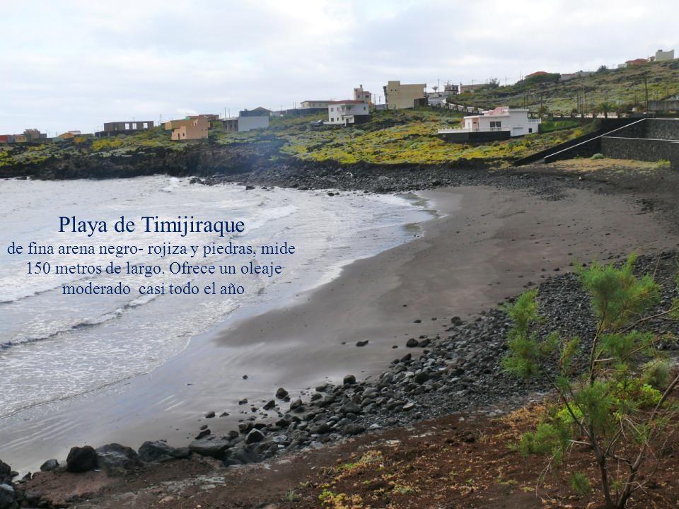 Playa de Timijiraque de fina arena negro- rojiza y piedras, mide
