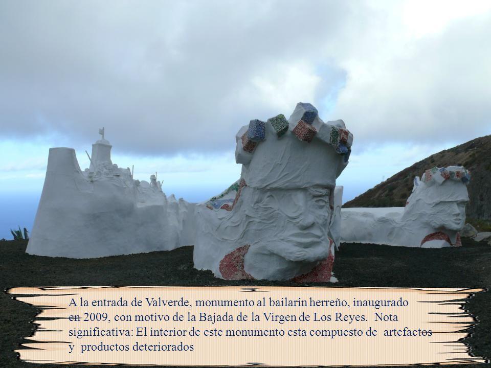 A la entrada de Valverde, monumento al bailarín herreño, inaugurado