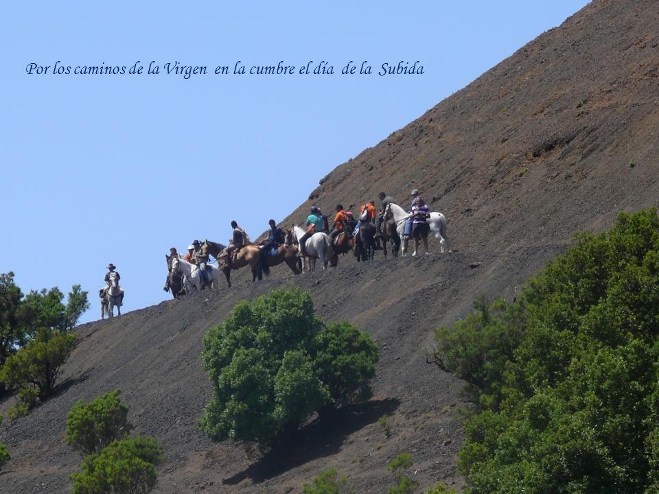 Por los caminos de la Virgen en la cumbre el día de la Subida