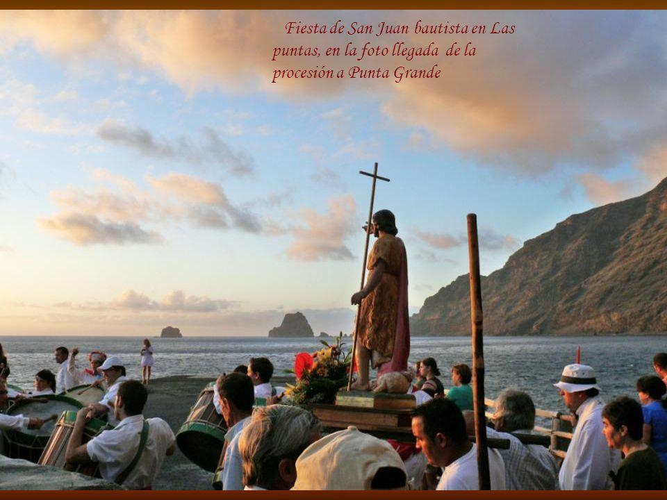 Fiesta de San Juan bautista en Las puntas, en la foto llegada de la procesión a Punta Grande