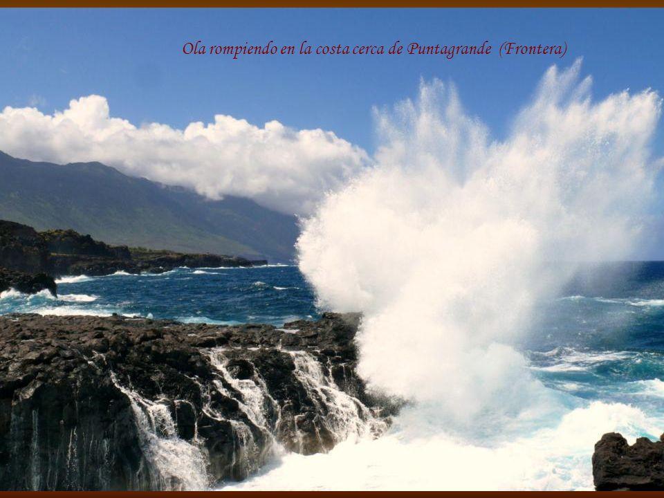 Ola rompiendo en la costa cerca de Puntagrande (Frontera)