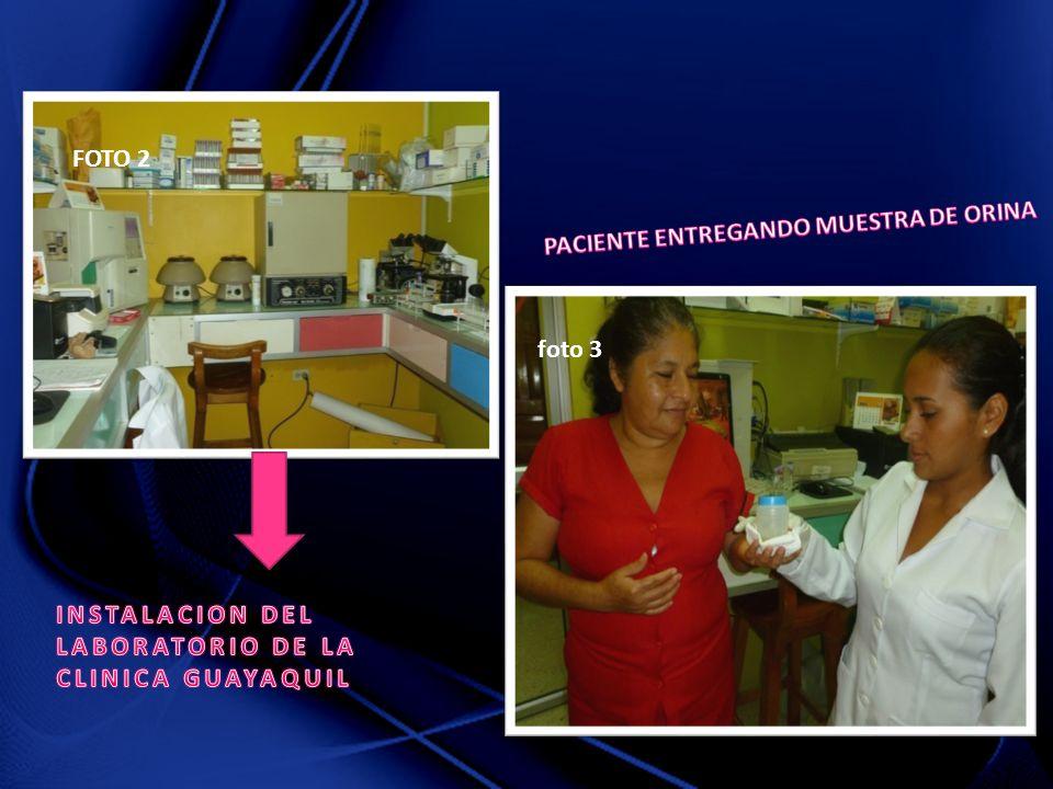 FOTO 2 PACIENTE ENTREGANDO MUESTRA DE ORINA. foto 3.