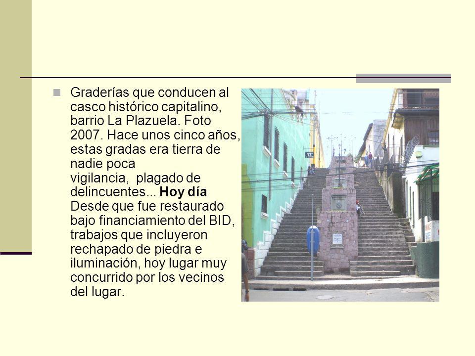 Graderías que conducen al casco histórico capitalino, barrio La Plazuela.