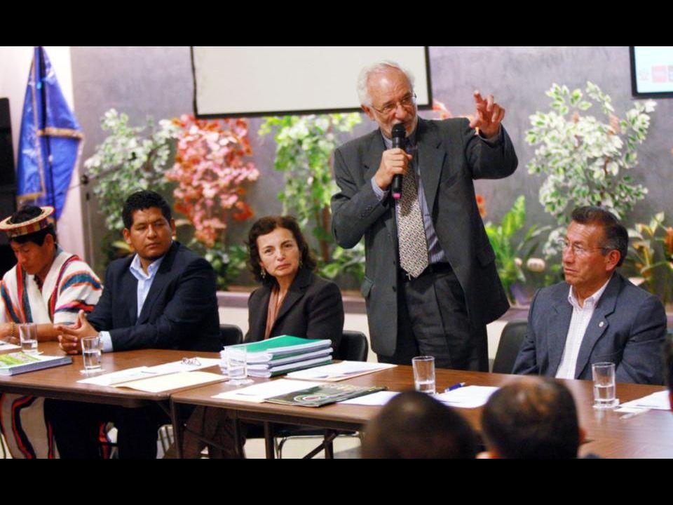 Ceremonia de presentación del formulario al Ministro del Ambiente Dr