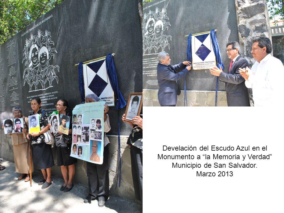 Develación del Escudo Azul en el Monumento a la Memoria y Verdad