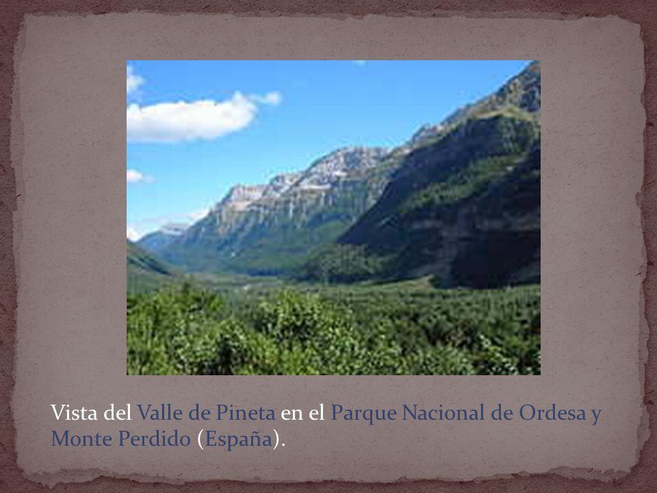 Vista del Valle de Pineta en el Parque Nacional de Ordesa y Monte Perdido (España).