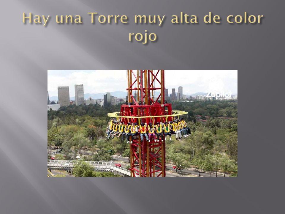 Hay una Torre muy alta de color rojo