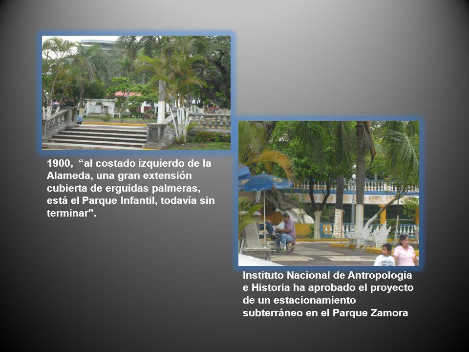1900, al costado izquierdo de la Alameda, una gran extensión cubierta de erguidas palmeras, está el Parque Infantil, todavía sin terminar .