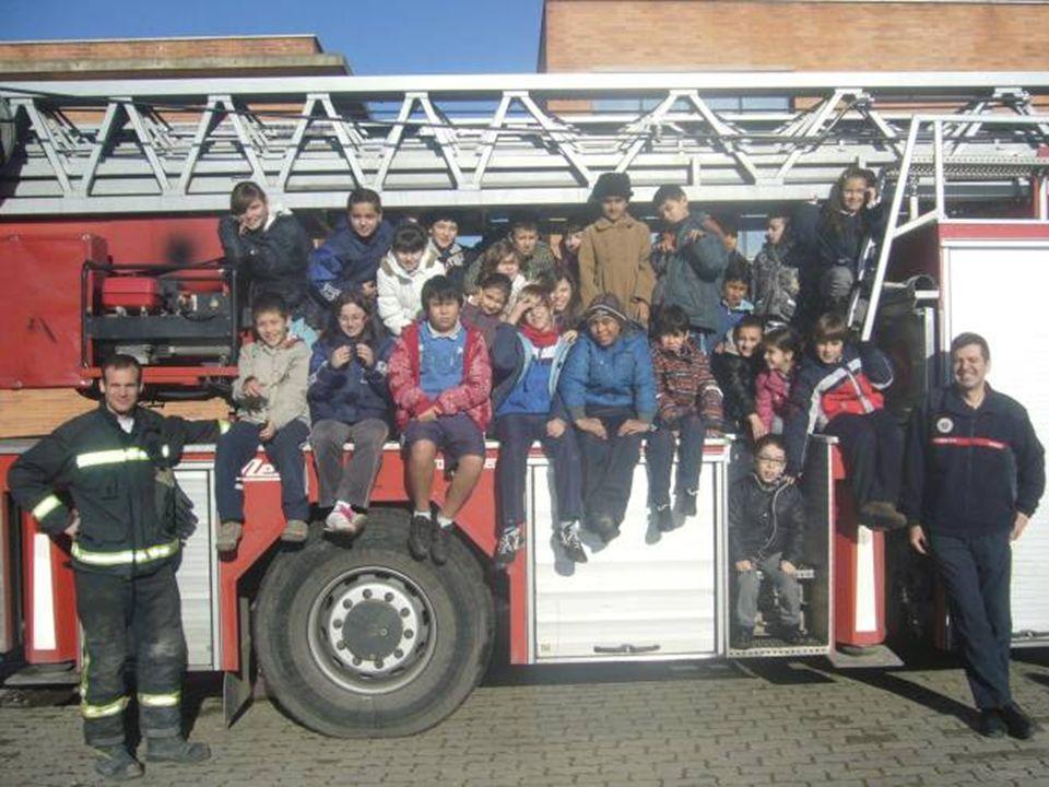 Gracias a Alfredo, a todos los bomberos y al Ayuntamiento por dejarnos conocer y enseñarnos NUESTRO Parque de Bomberos.