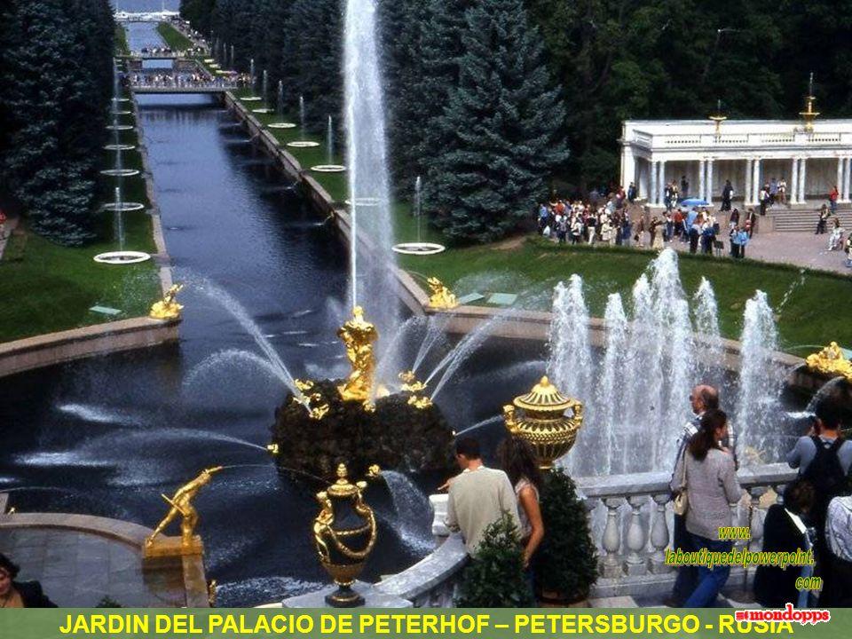 JARDIN DEL PALACIO DE PETERHOF – PETERSBURGO - RUSIA