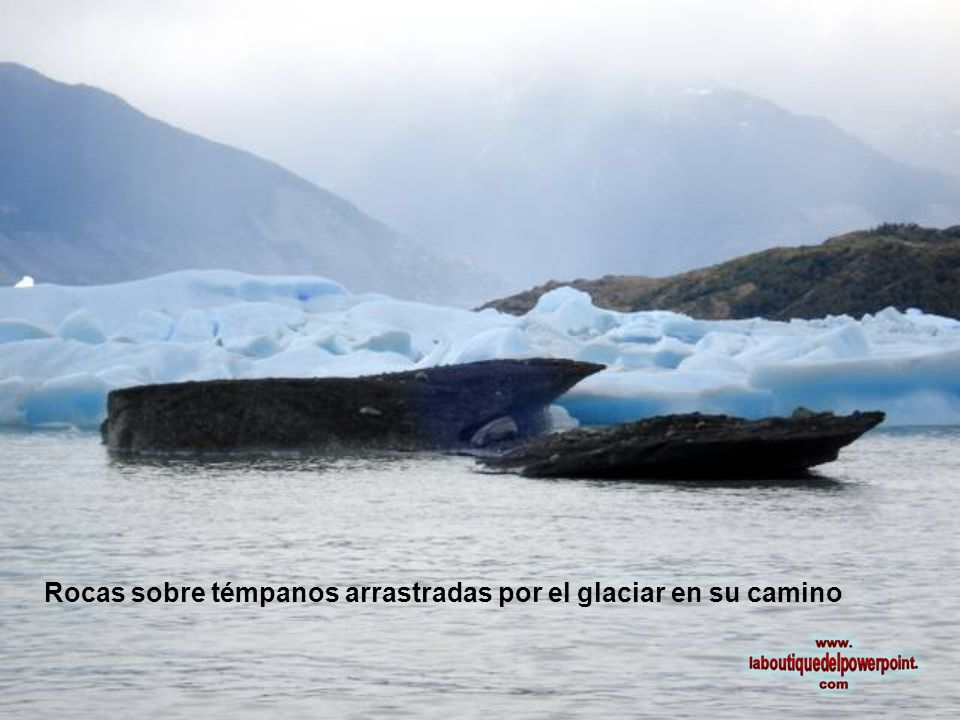 Rocas sobre témpanos arrastradas por el glaciar en su camino