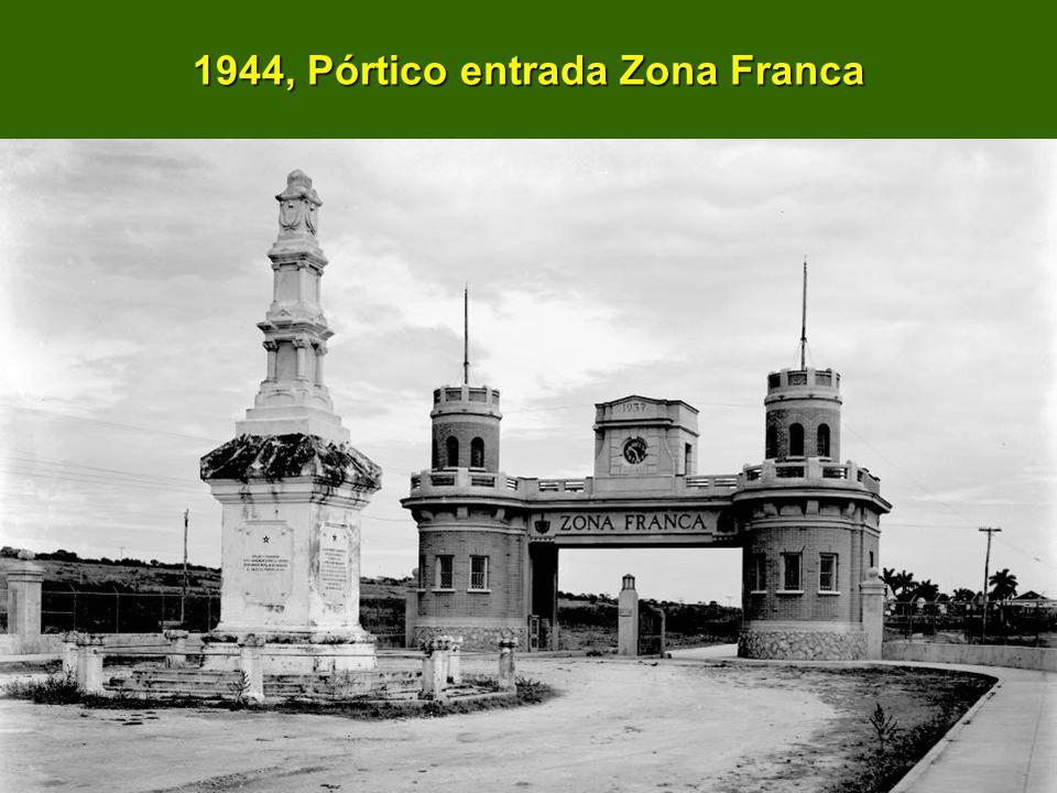 1944, Pórtico entrada Zona Franca