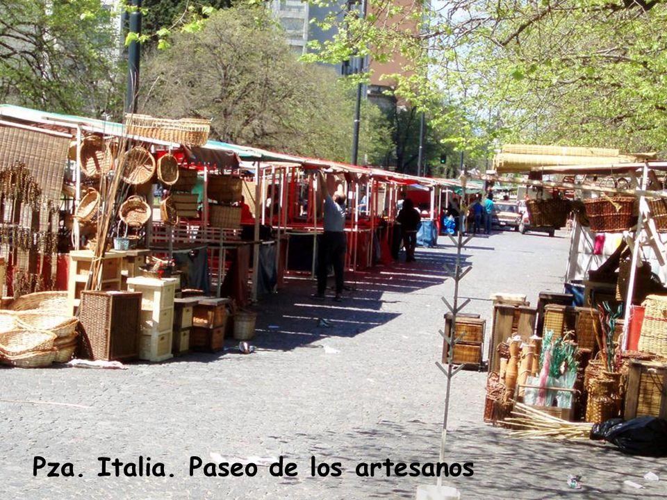 Pza. Italia. Paseo de los artesanos