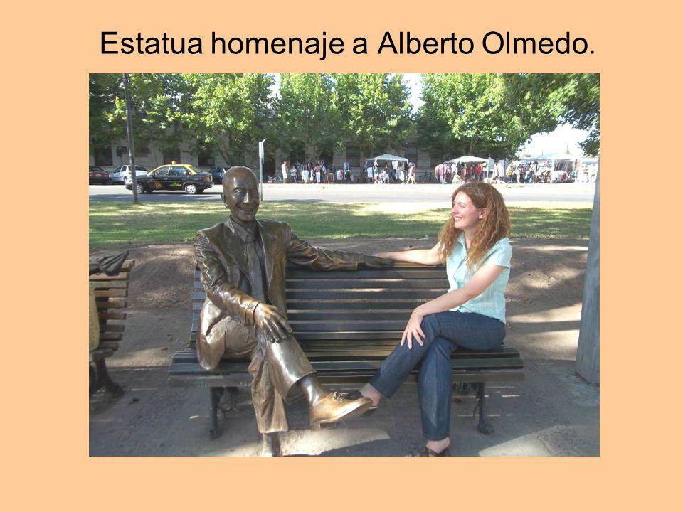 Estatua homenaje a Alberto Olmedo.