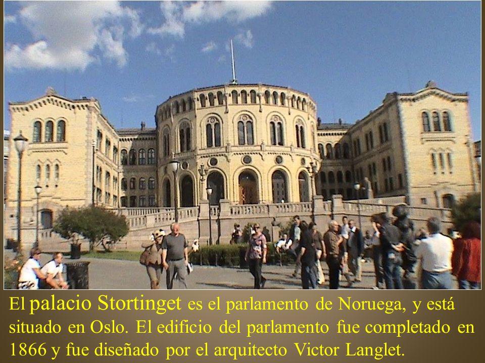 El palacio Stortinget es el parlamento de Noruega, y está situado en Oslo.