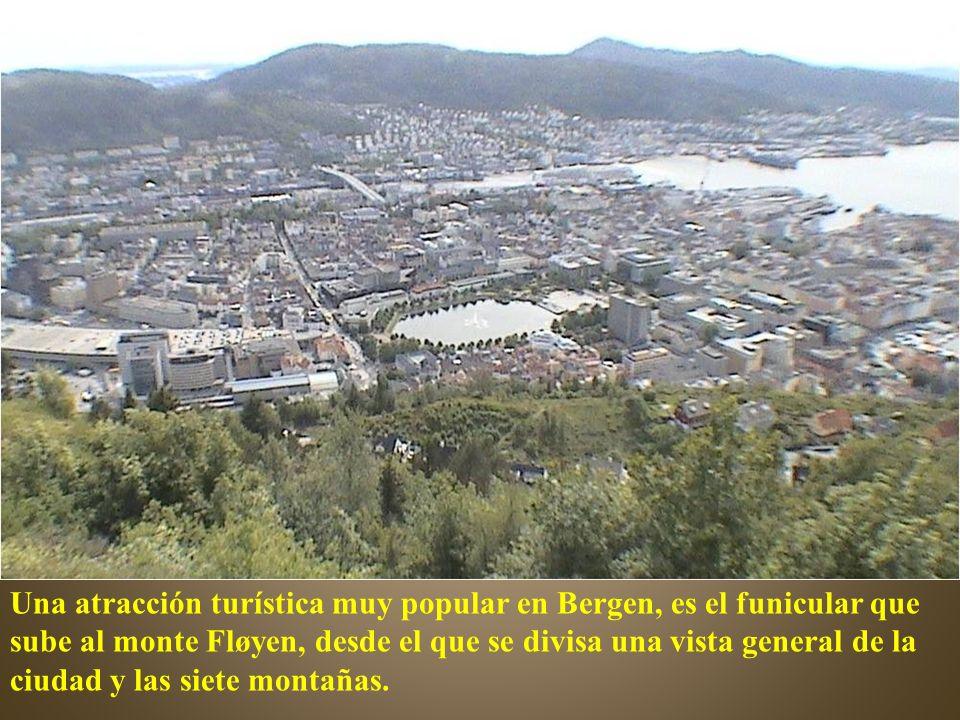 Una atracción turística muy popular en Bergen, es el funicular que sube al monte Fløyen, desde el que se divisa una vista general de la ciudad y las siete montañas.