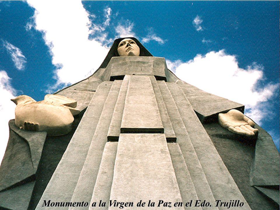 Monumento a la Virgen de la Paz en el Edo. Trujillo