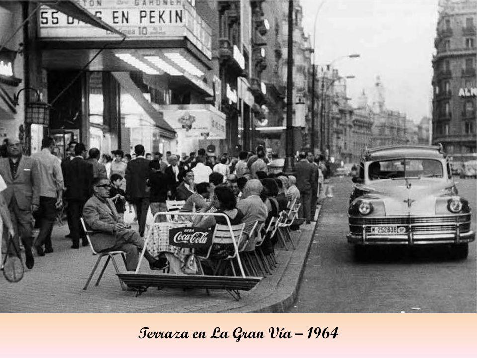Terraza en La Gran Vía – 1964