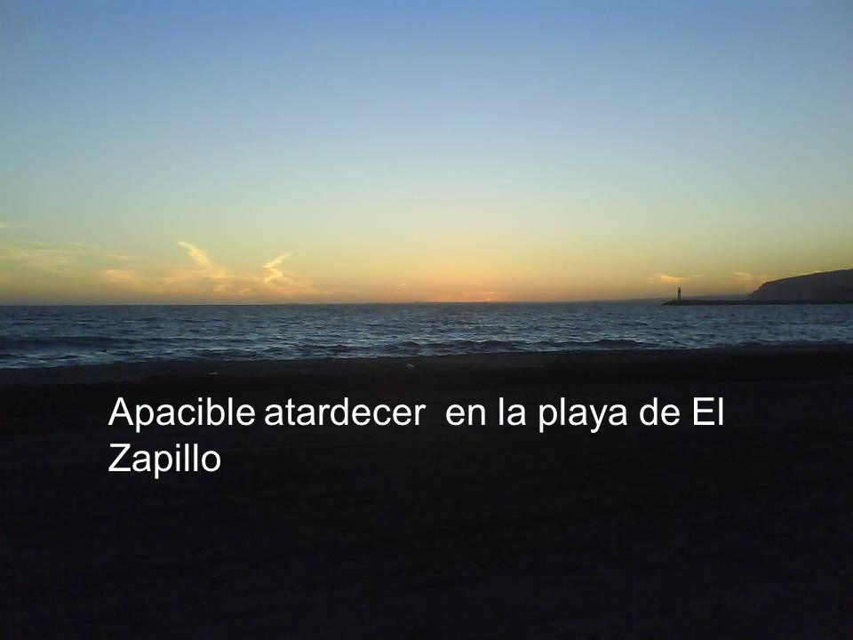 Apacible atardecer en la playa de El Zapillo