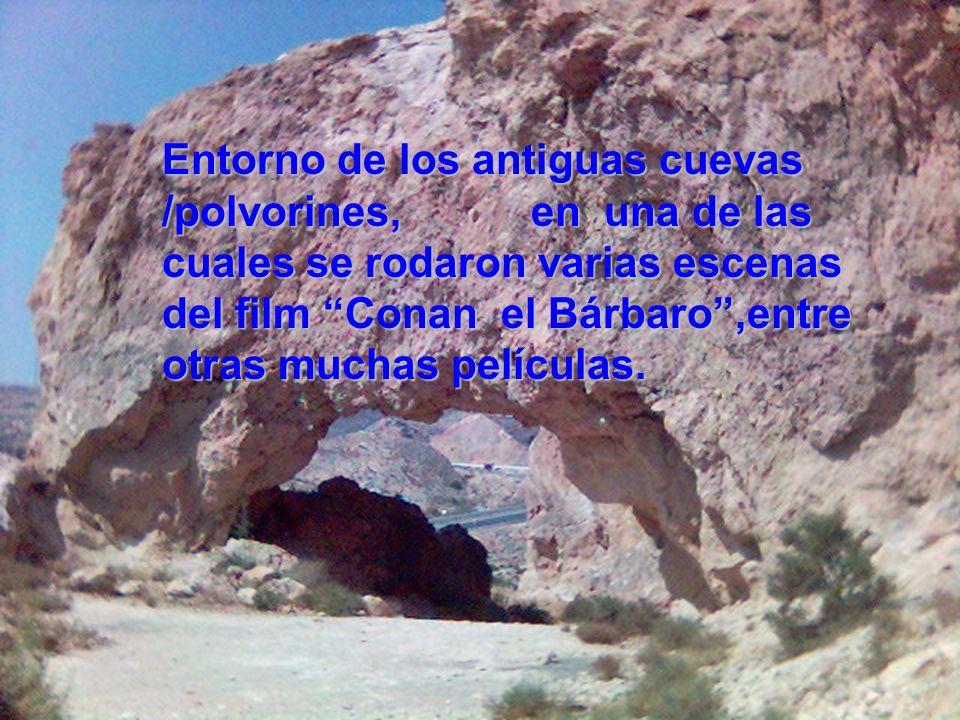 Entorno de los antiguas cuevas /polvorines, en una de las cuales se rodaron varias escenas del film Conan el Bárbaro ,entre otras muchas películas.