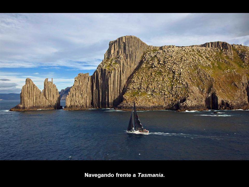 Navegando frente a Tasmania.