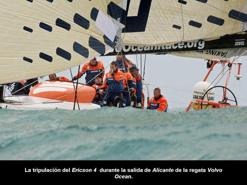 La tripulación del Ericson 4 durante la salida de Alicante de la regata Volvo Ocean.