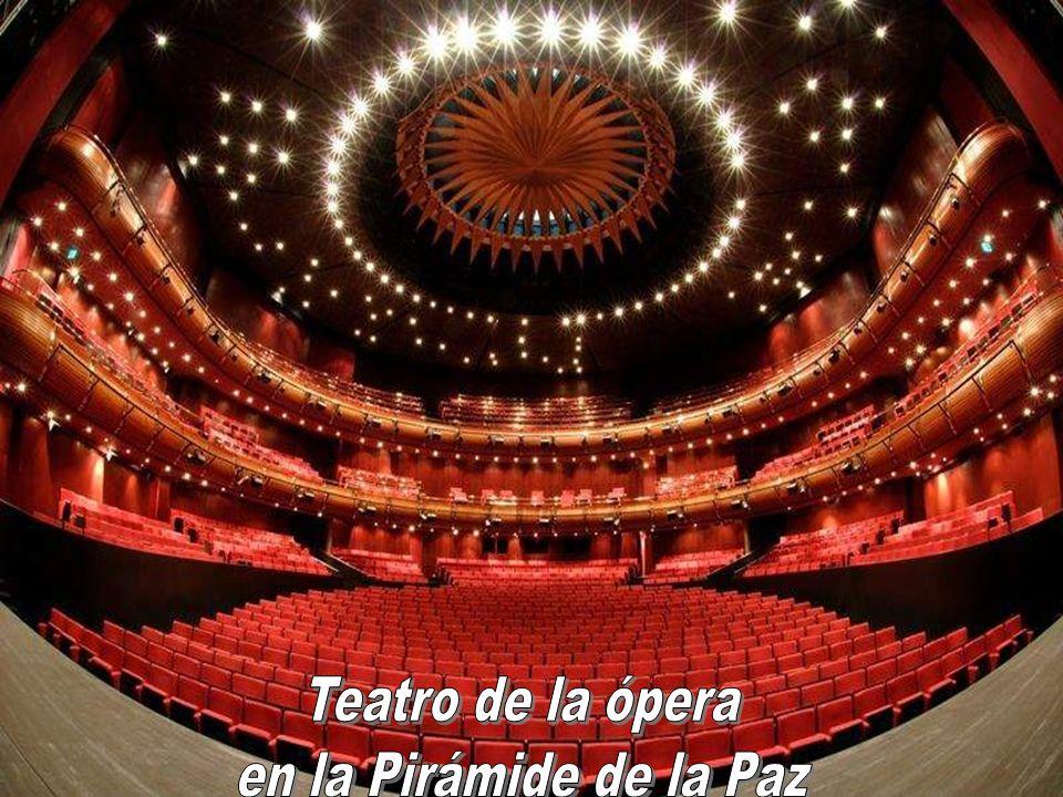 Teatro de la ópera en la Pirámide de la Paz