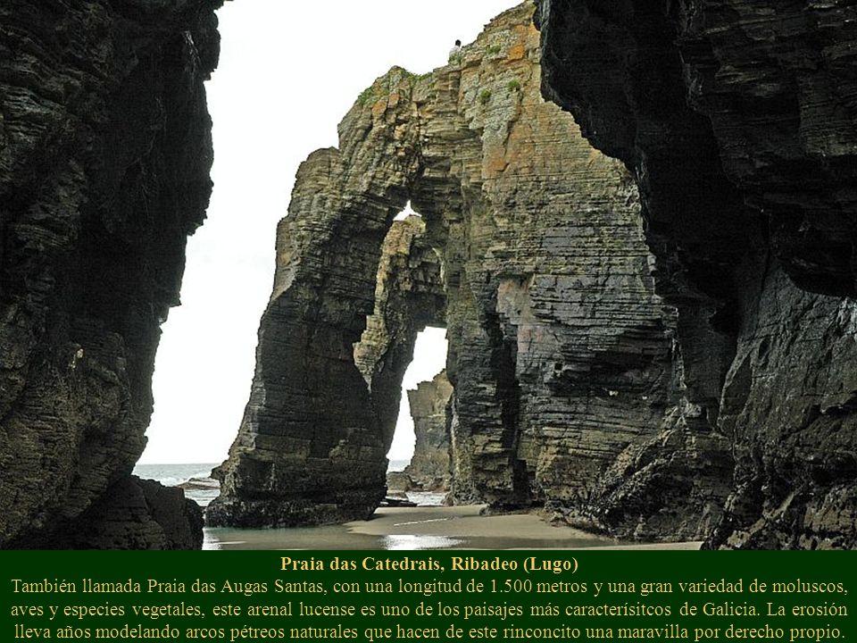 Praia das Catedrais, Ribadeo (Lugo) También llamada Praia das Augas Santas, con una longitud de 1.500 metros y una gran variedad de moluscos, aves y especies vegetales, este arenal lucense es uno de los paisajes más caracterísitcos de Galicia.