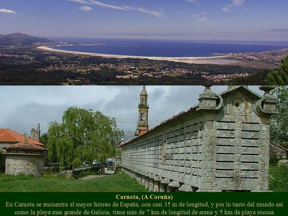 Carnota, (A Coruña) En Carnota se encuentra el mayor hórreo de España, con casi 35 m de longitud, y por lo tanto del mundo así como la playa mas grande de Galicia, tiene más de 7 km de longitud de arena y 5 km de playa rocosa