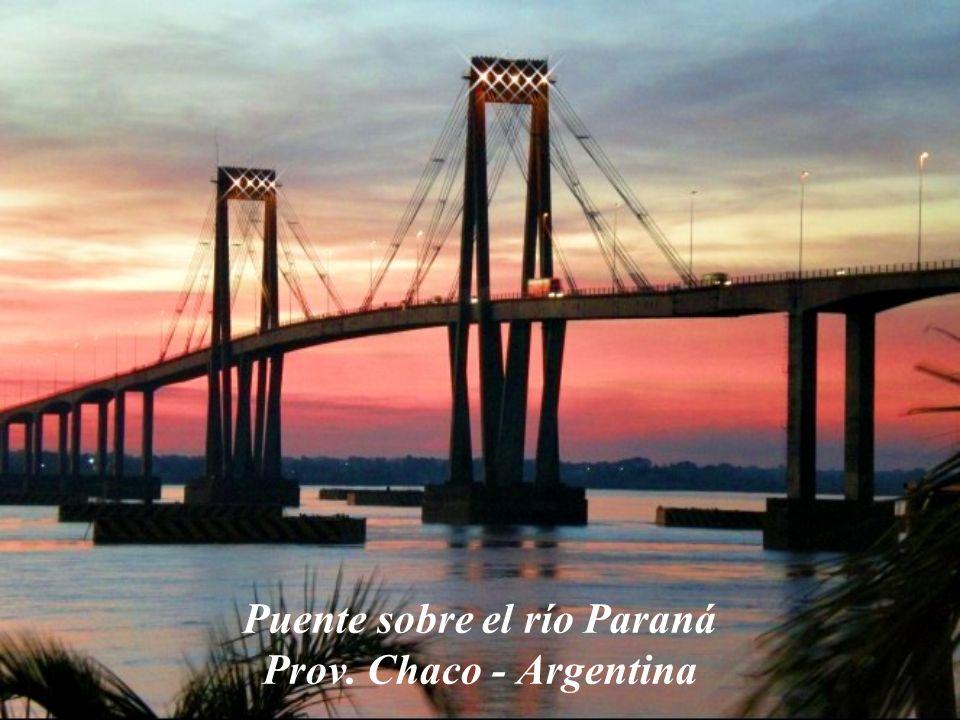 Puente sobre el río Paraná Prov. Chaco - Argentina