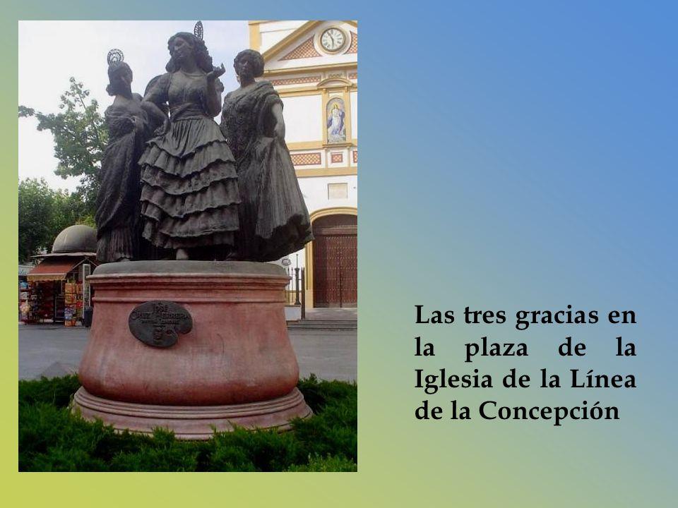 Las tres gracias en la plaza de la Iglesia de la Línea de la Concepción