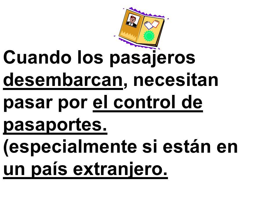 Cuando los pasajeros desembarcan, necesitan pasar por el control de pasaportes.