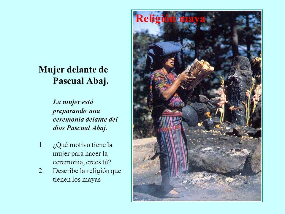 Mujer delante de Pascual Abaj.