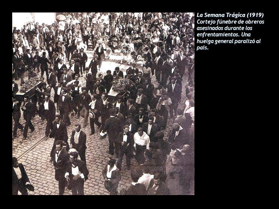 La Semana Trágica (1919) Cortejo fúnebre de obreros asesinados durante los enfrentamientos.
