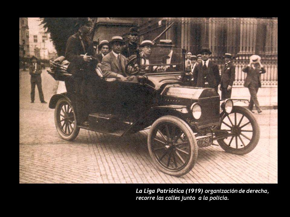 La Liga Patriótica (1919) organización de derecha, recorre las calles junto a la policía.