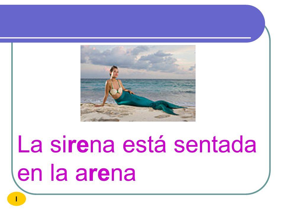 La sirena está sentada en la arena