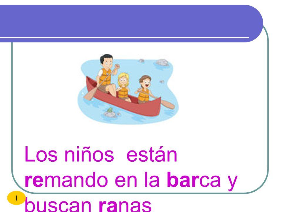 Los niños están remando en la barca y buscan ranas
