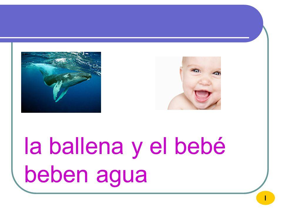 la ballena y el bebé beben agua