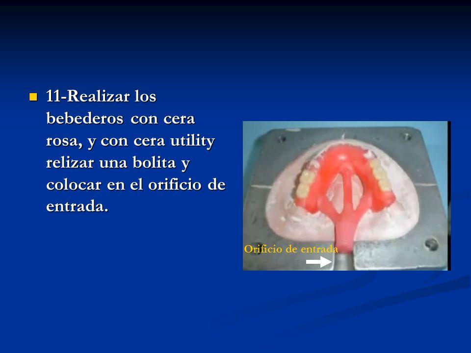 11-Realizar los bebederos con cera rosa, y con cera utility relizar una bolita y colocar en el orificio de entrada.