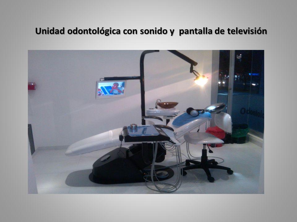 Unidad odontológica con sonido y pantalla de televisión