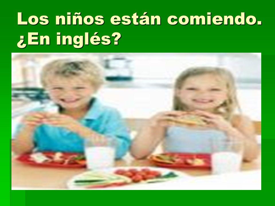 Los niños están comiendo. ¿En inglés