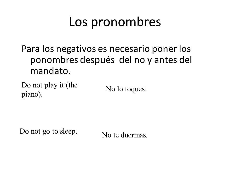 Los pronombres Para los negativos es necesario poner los ponombres después del no y antes del mandato.
