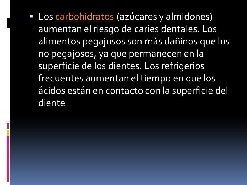 Los carbohidratos (azúcares y almidones) aumentan el riesgo de caries dentales.