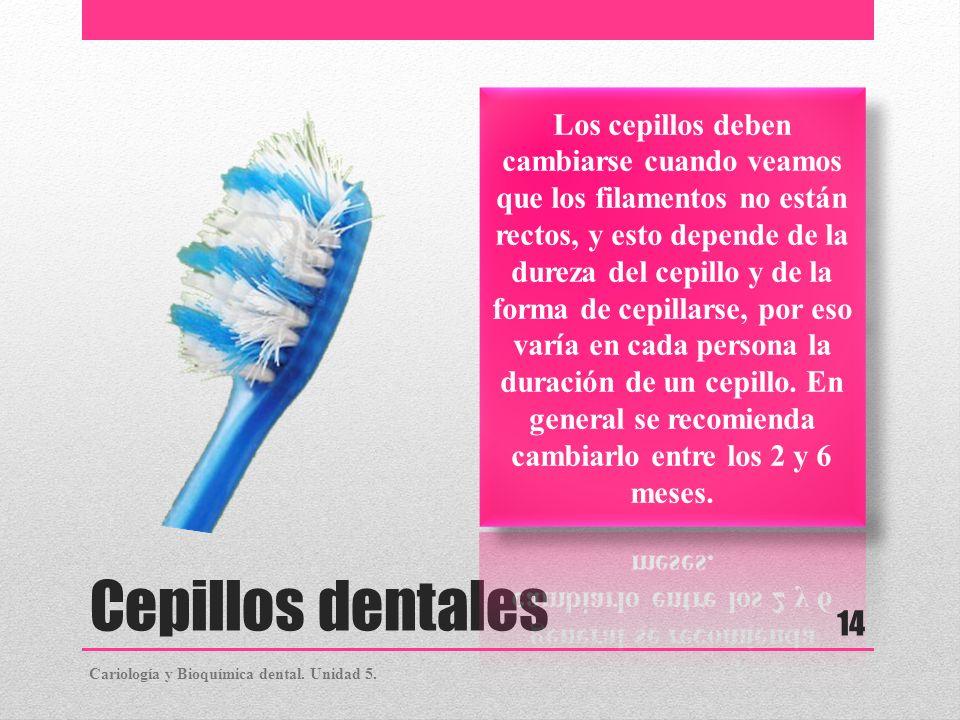 Los cepillos deben cambiarse cuando veamos que los filamentos no están rectos, y esto depende de la dureza del cepillo y de la forma de cepillarse, por eso varía en cada persona la duración de un cepillo. En general se recomienda cambiarlo entre los 2 y 6 meses.
