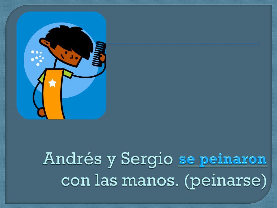 Andrés y Sergio __________ con las manos. (peinarse)