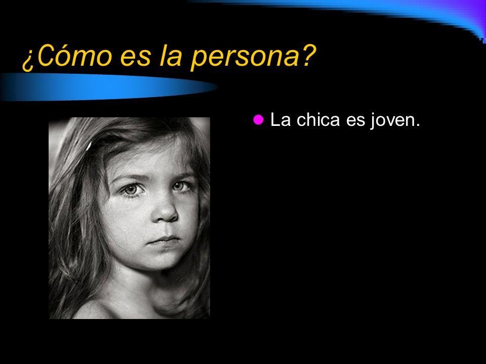 ¿Cómo es la persona La chica es joven.