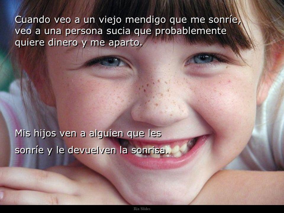 Mis hijos ven a alguien que les sonríe y le devuelven la sonrisa.